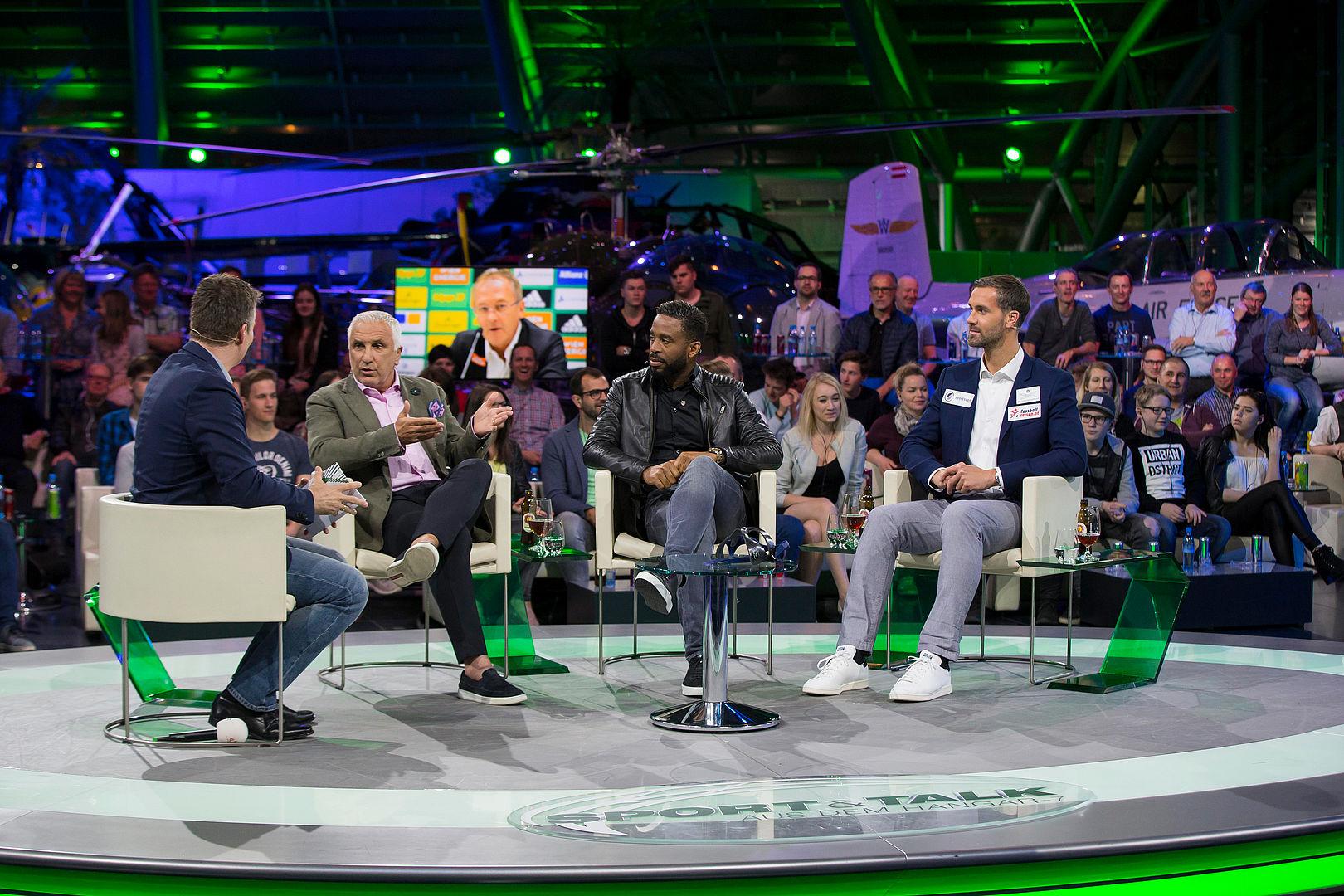 Sport Und Talk Im Hangar 7